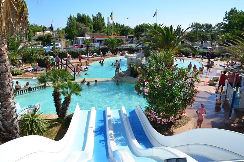 Camping valras plage avec piscine et toboggans parc - Piscine tropicale france ...