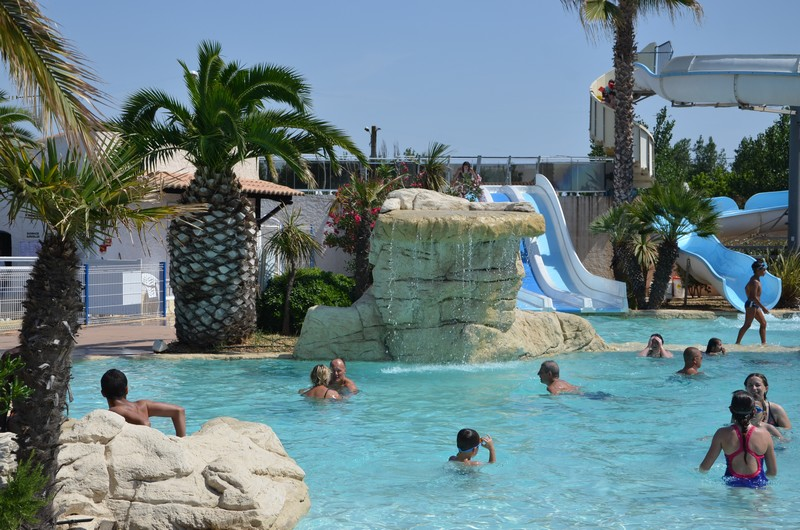 Camping valras plage avec piscine et toboggans for Piscine ile de france avec toboggan